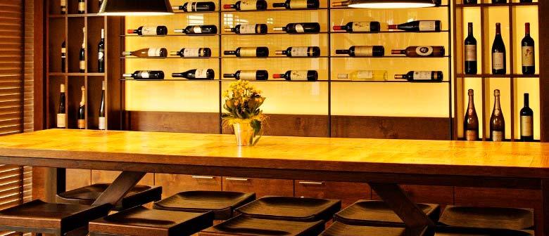 Muebles y mobiliario para vinacotecas y tiendas gourmet